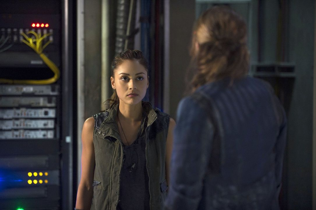 Noch ahnt Raven (Lindsey Morgan) nicht, welche überlebenswichtige Aufgabe sie bekommen wird ... - Bildquelle: Warner Brothers