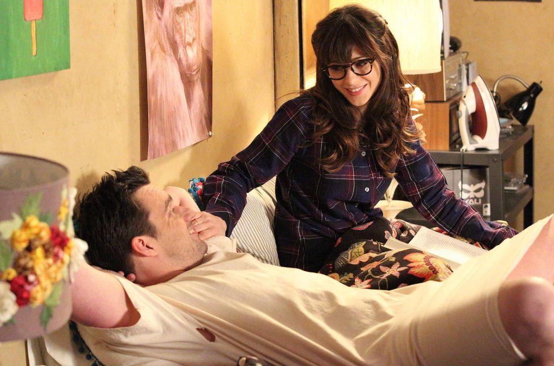 Als Jess (Zooey Deschanel, r.) in Nicks (Jake Johnson, l.) Zimmer einzieht, bekommen sie Probleme damit, überhaupt keine Privatsphäre mehr zu haben,... - Bildquelle: 2013 Twentieth Century Fox Film Corporation. All rights reserved.
