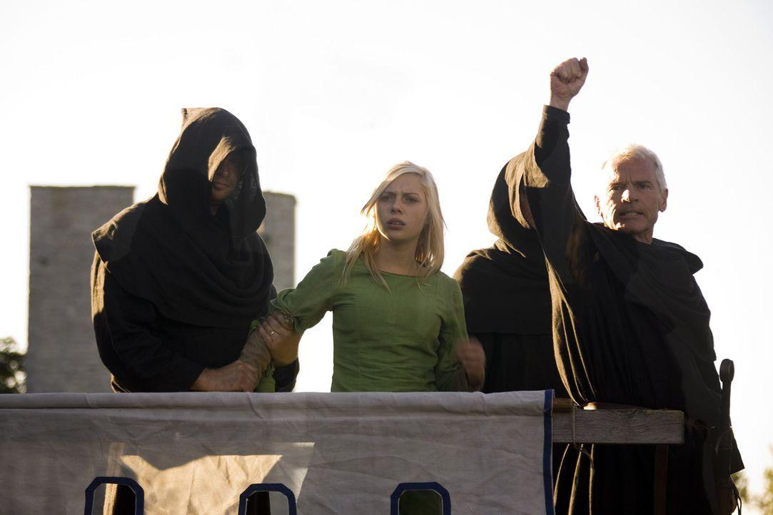 Unglücklicherweise fällt Katrine (Julie Grundtvig Wester, M.) Saksen (Kurt Ravn, r.) und seiner Schwarzen Bruderschaft in die Hände ... - Bildquelle: Nordisk Film International Sales