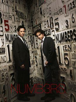 Numb3rs - (3. Staffel) - Gemeinsam lösen die Brüder Don (Rob Morrow, l.) und...