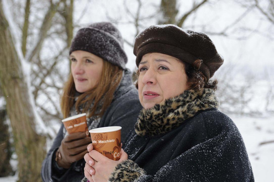 Befürchten, dass entweder Alexandra oder Bea die Schule verlassen muss: Gabriele (Marie Schneider, l.) und Ingrid (Franziska Traub, r.) ... - Bildquelle: SAT.1