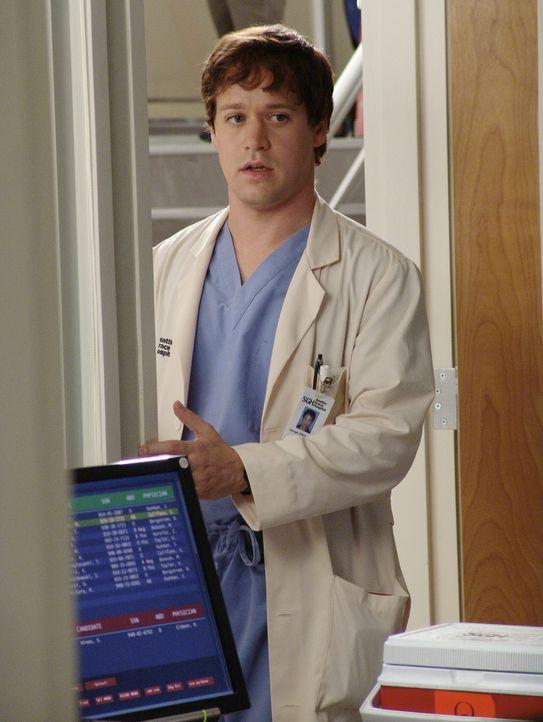 George (T.R. Knight) freut sich, als Leiter des Wiederbelebungsteams Leben retten zu dürfen - bis ihm klar wird, dass die meisten seiner Patienten s... - Bildquelle: Touchstone Television
