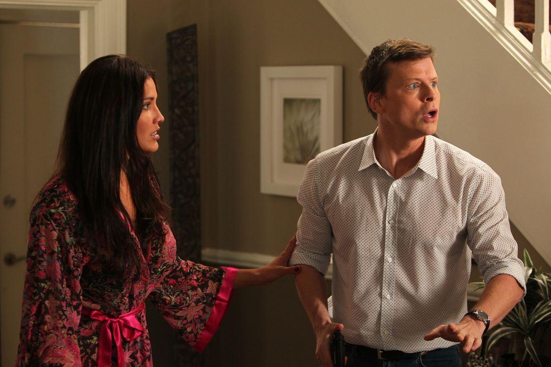 Trixie (Elika Crespo, l.) ahnt nicht, was mit ihrem Freund Danny Ruskin (Kevin Rankin, r.) los ist ... - Bildquelle: Warner Bros. Television