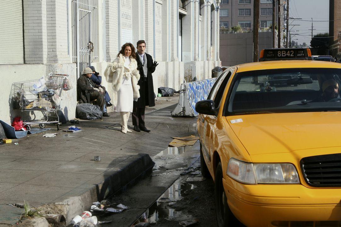 In einer äußerst peinlichen Lage: Wilhelmina (Vanessa Williams, l.) und Marc (Michael Urie, r.) ... - Bildquelle: Buena Vista International Television