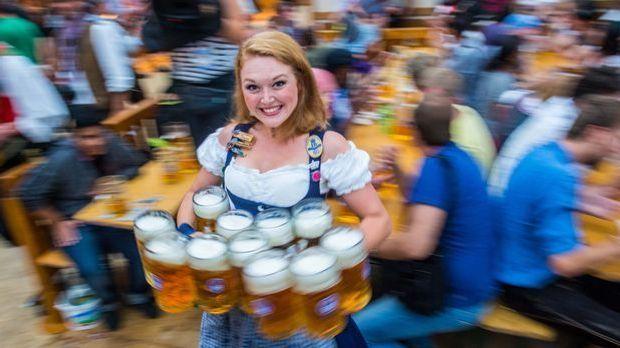 Wiesn Bedienung Bier