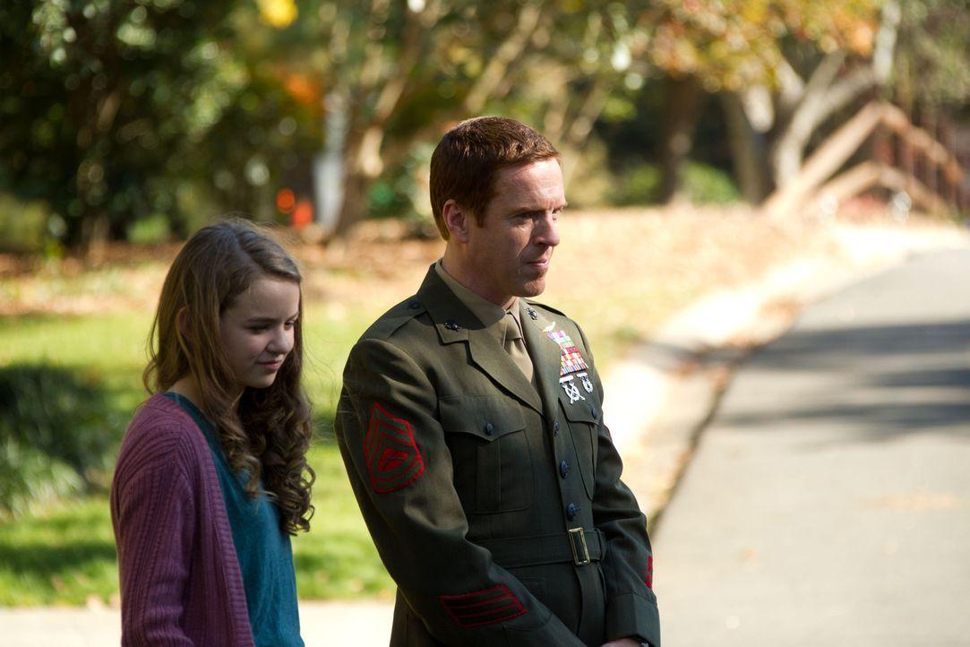 Dana (Morgan Saylor, l.) kommt der Wahrheit, ihren Vater (Damian Lewis, r.) und sein Doppelleben betreffend, immer näher ... - Bildquelle: 20th Century Fox International Television