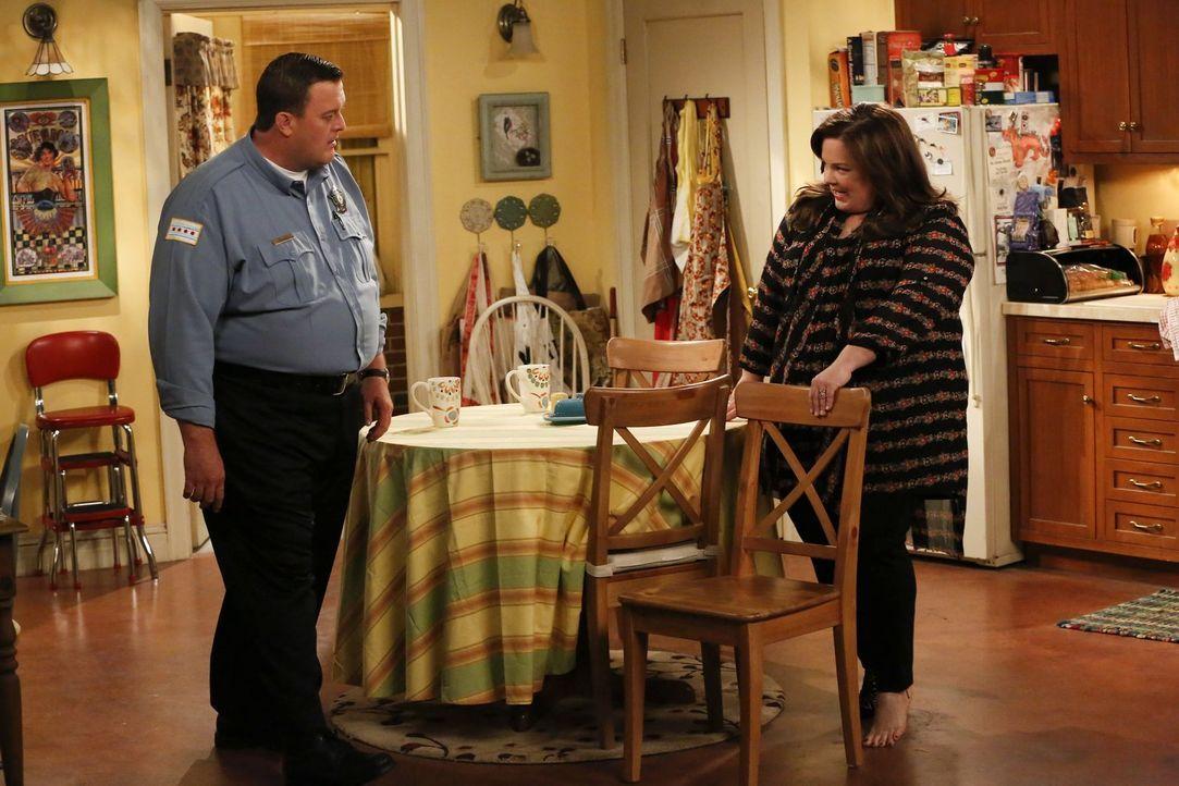 Molly (Melissa McCarthy, r.) im Shoppingwahn: Ein Paar Schuhe nach dem anderen bevölkert ihr Zuhause. Doch was sie überglücklich macht, geht ihrem E... - Bildquelle: Warner Brothers