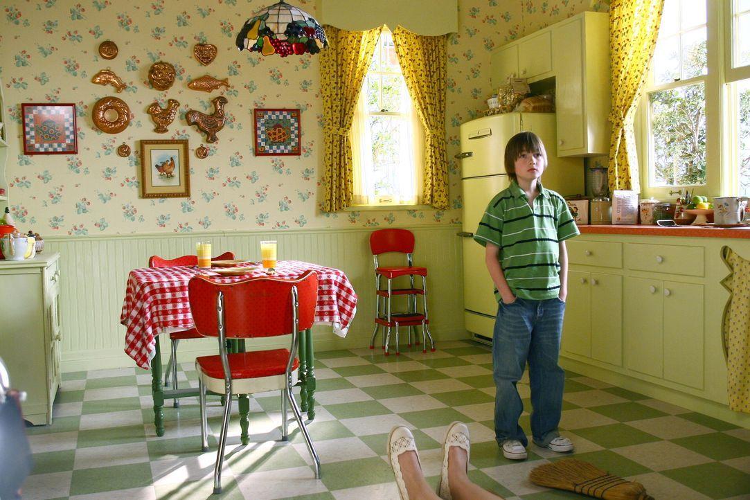 In jungen Jahren findet Ned (Field Cate) seine Mutter tot in der Küche. Als er sie berührt, erweckt er sie wieder zum Leben. Das Ganze hat jedoch ei... - Bildquelle: Warner Brothers