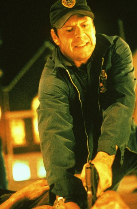 Obwohl sein Vater die Jagd nach dem pathologischen Frauenmörder mit dem Leben bezahlen muss, macht sich Wasserschutzpolizist Tom Hardy (Bruce Willi... - Bildquelle: Columbia Pictures