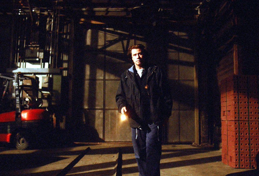 Schon bald muss Bootsbauer Frank Morrison (John Travolta) erkennen, dass Rick Barnes, der zukünftige Stiefvater seines Sohnes, nicht der ist, für de... - Bildquelle: Paramount Pictures
