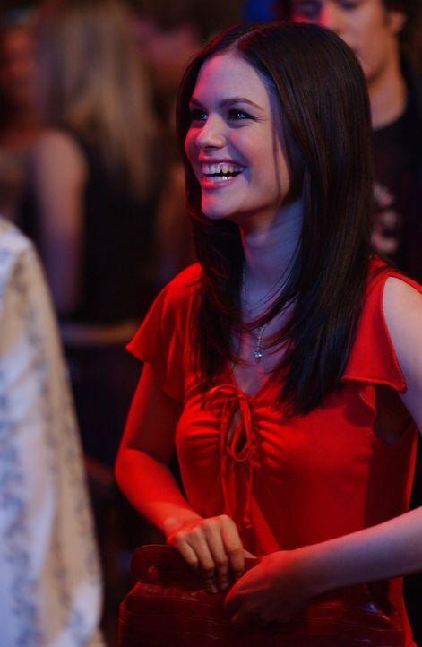 Summer (Rachel Bilson) kann es nicht fassen, dass sie von den Stars ihrer Lieblingsserie zu einer Party eingeladen wurde ... - Bildquelle: Warner Bros. Television