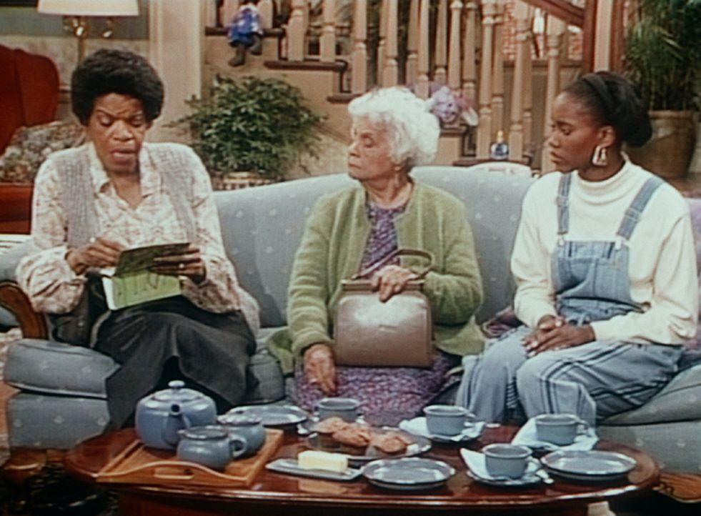 Pam (Erika Alexander, r.) kümmert sich um ein paar ältere Damen aus der Nachbarschaft, denen die Preise im nächstgelegenen Supermarkt einfach zu... - Bildquelle: Viacom