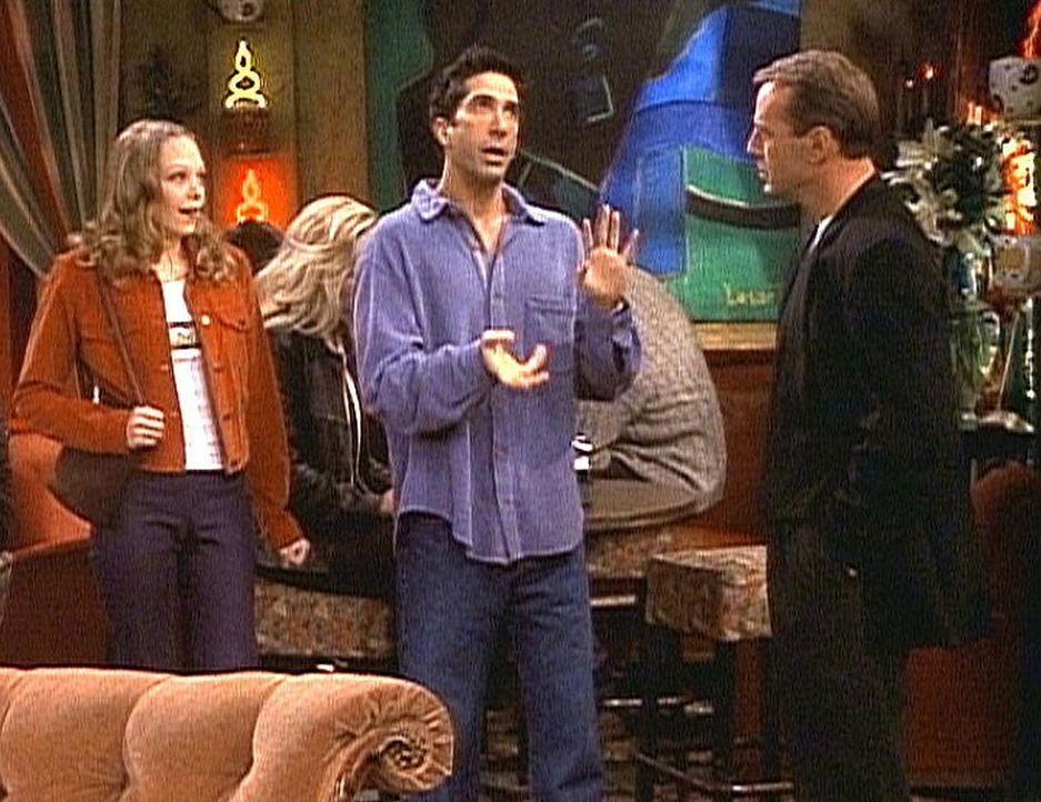 Paul (Bruce Willis, r.) versteht nicht, was Ross (David Schwimmer, M.) von seiner Tochter Elizabeth (Alexandra Holden, l.) will. - Bildquelle: TM+  2000 WARNER BROS.