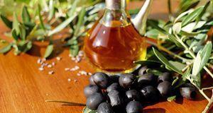 Kulinarische Überraschung: Diese leckeren Klöße werden mit schwarzen Oliven g...