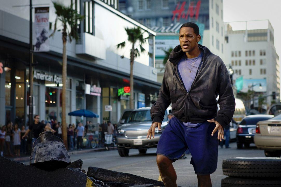 Der mit Superkräften ausgestattete Hancock (Will Smith) verursacht bei seinen Einsätzen regelmäßig umfangreiche Kollateralschäden: Jetzt haben die E... - Bildquelle: Sony Pictures