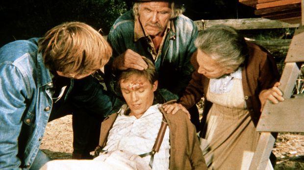 Auf der Jagd nach einem Truthahn hat sich John-Boy (Richard Thomas, vorne M.)...