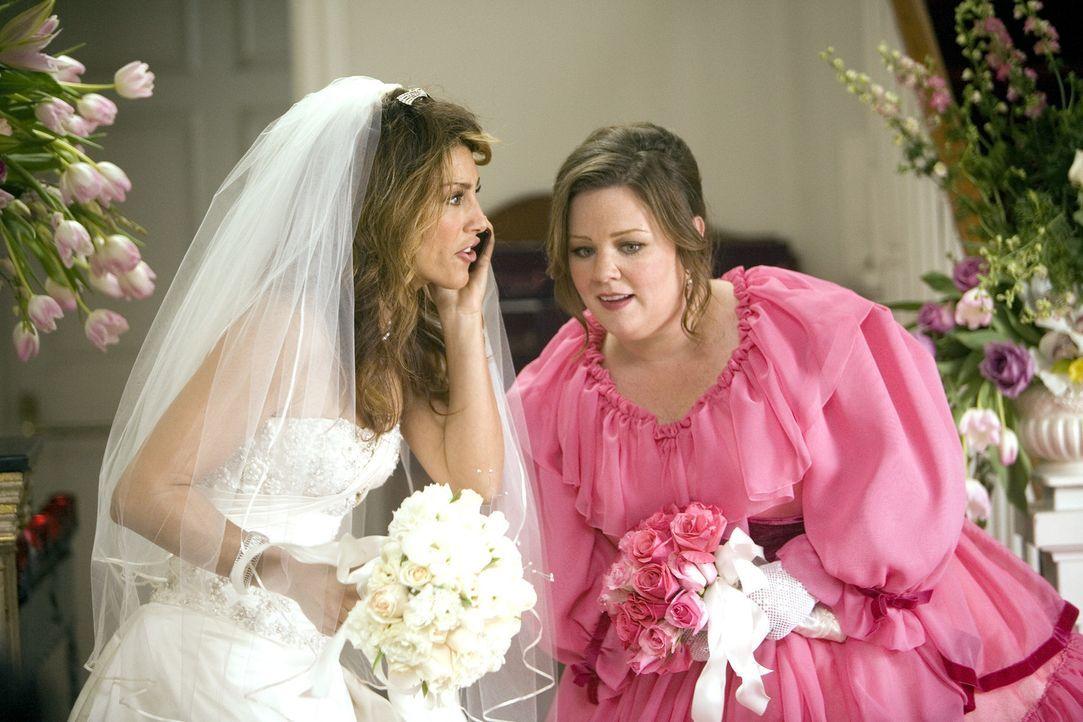 Andrea (Jennifer Esposito, l.) ist geschockt als Samantha ihr mitteilt, dass sie nicht zur Hochzeit kommen wird. Dena (Melissa McCarthy) dagegen lac... - Bildquelle: 2008 American Broadcasting Companies, Inc. All rights reserved.