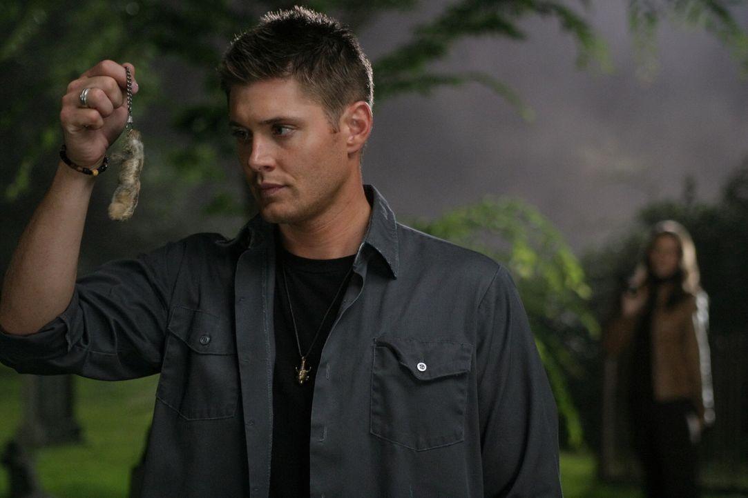 Noch ahnt Dean (Jensen Ackles, l.) nicht, was passiert, wenn man in Besitz der verzauberten Hasenpfote ist .... - Bildquelle: Warner Bros. Television