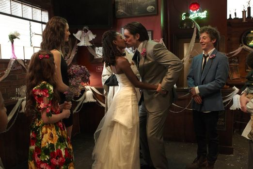Shameless - Feiern gemeinsam die Fake-Hochzeit von Veronica (Shanola Hampton,...