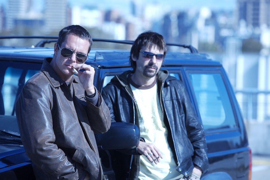 Ahnen nicht, dass sie echten Profis aufgesessen sind: Carlos (Tony Dalton, l.) und Leonardo (Jordi Mollá, r.) ...