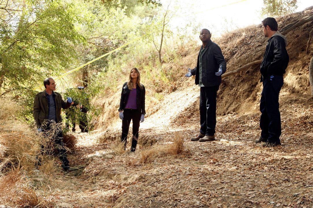 Das Team ermittelt in einem neuen Fall: John (Michael Kelly, l.), Sam (Forest Whitaker, 2.v.r.), Gina (Beau Garrett, 2.v.l.) und Mick (Matt Ryan, r.... - Bildquelle: ABC Studios
