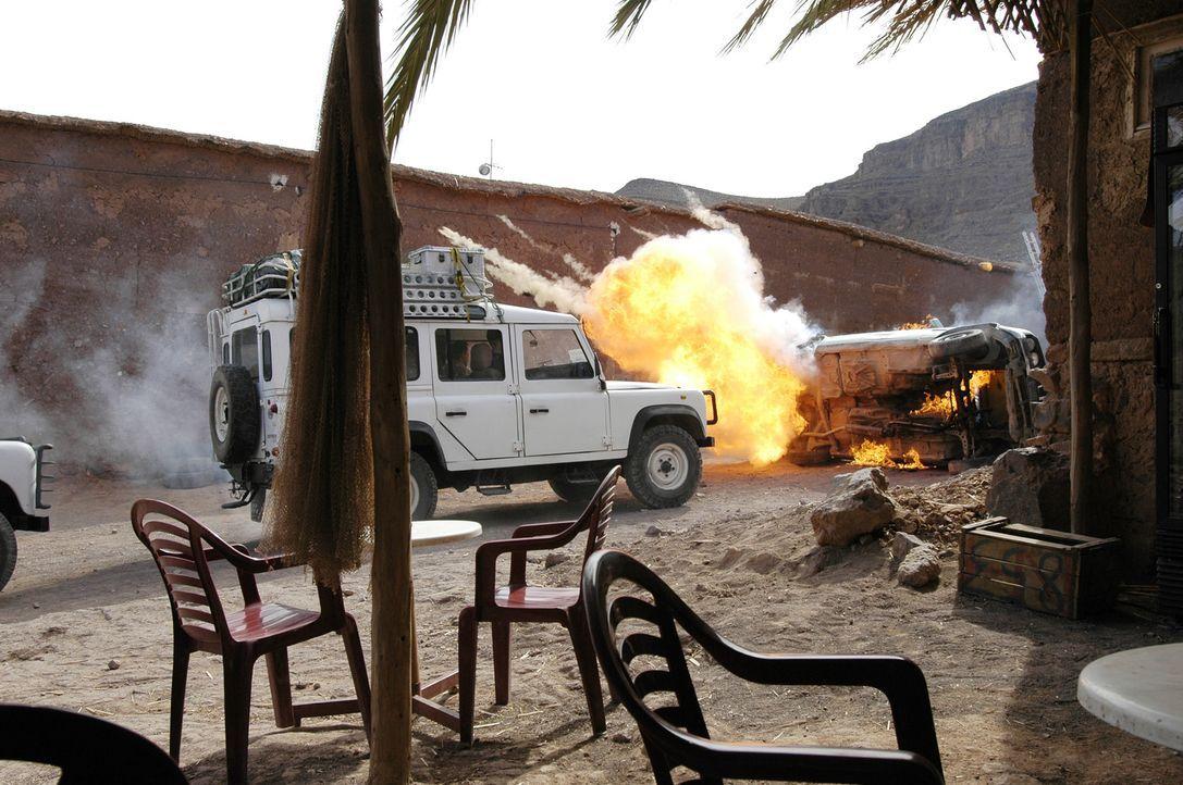 Kaum im Irak gelandet, werden Julia und die anderen ihrer Gruppe überfallen ... - Bildquelle: Gordon Mühle ProSieben