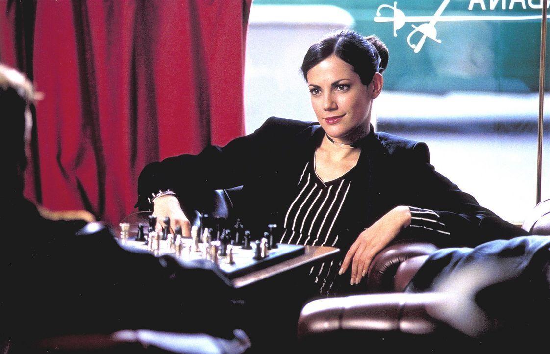 Als leidenschaftliche Schachspielerin weiß Jill (Bettina Zimmermann), dass die Dame eine schier unbezwingbare Figur des Spiels darstellt. Deshalb kö... - Bildquelle: Jeanne Degraa ProSieben