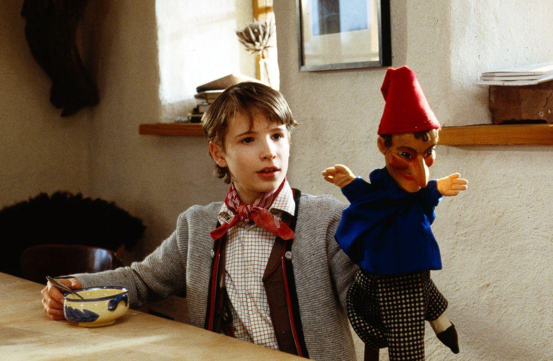Der kleine Frederic (Martin Goeres) ist ein begnadeter Puppenspieler. Er leidet unter Epilepsie, die sich in plötzlichen Stürzen und Teilnahmslosigk... - Bildquelle: Krajewsky Sat.1