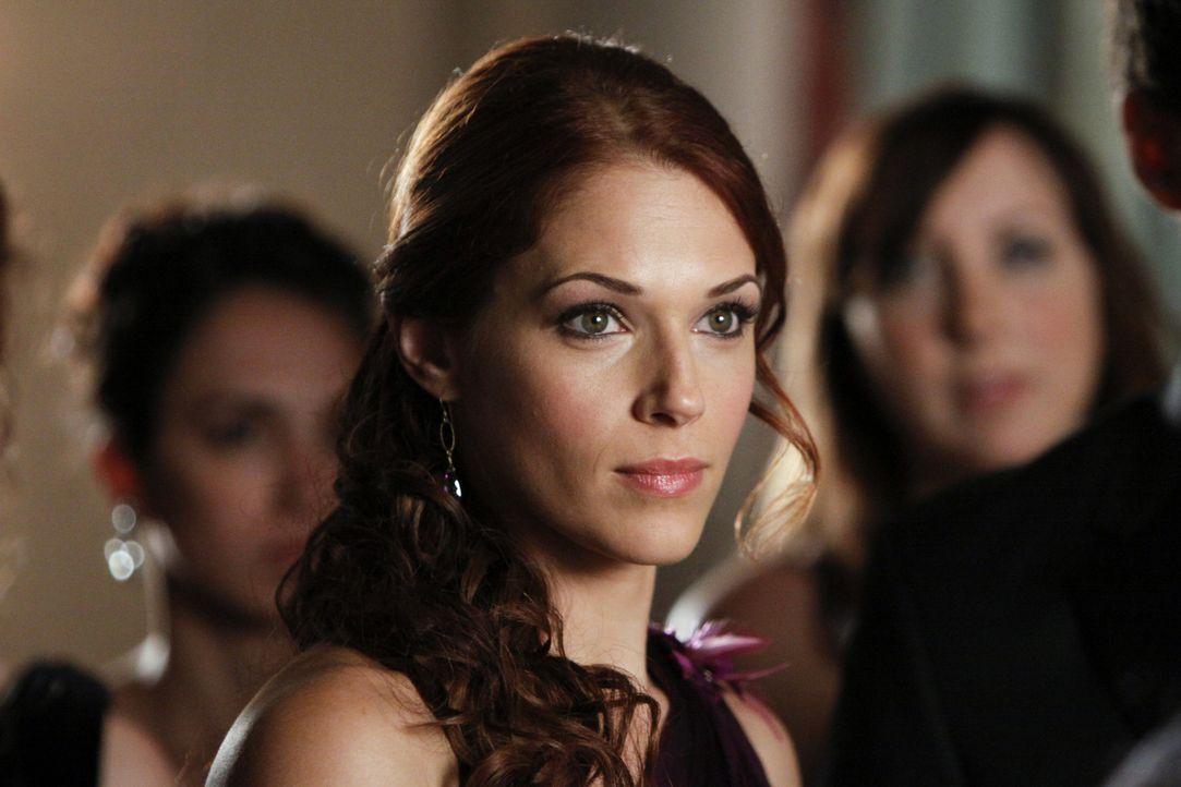 Arbeitet an einem neuen Fall: Grace (Amanda Righetti) ... - Bildquelle: Warner Bros. Television