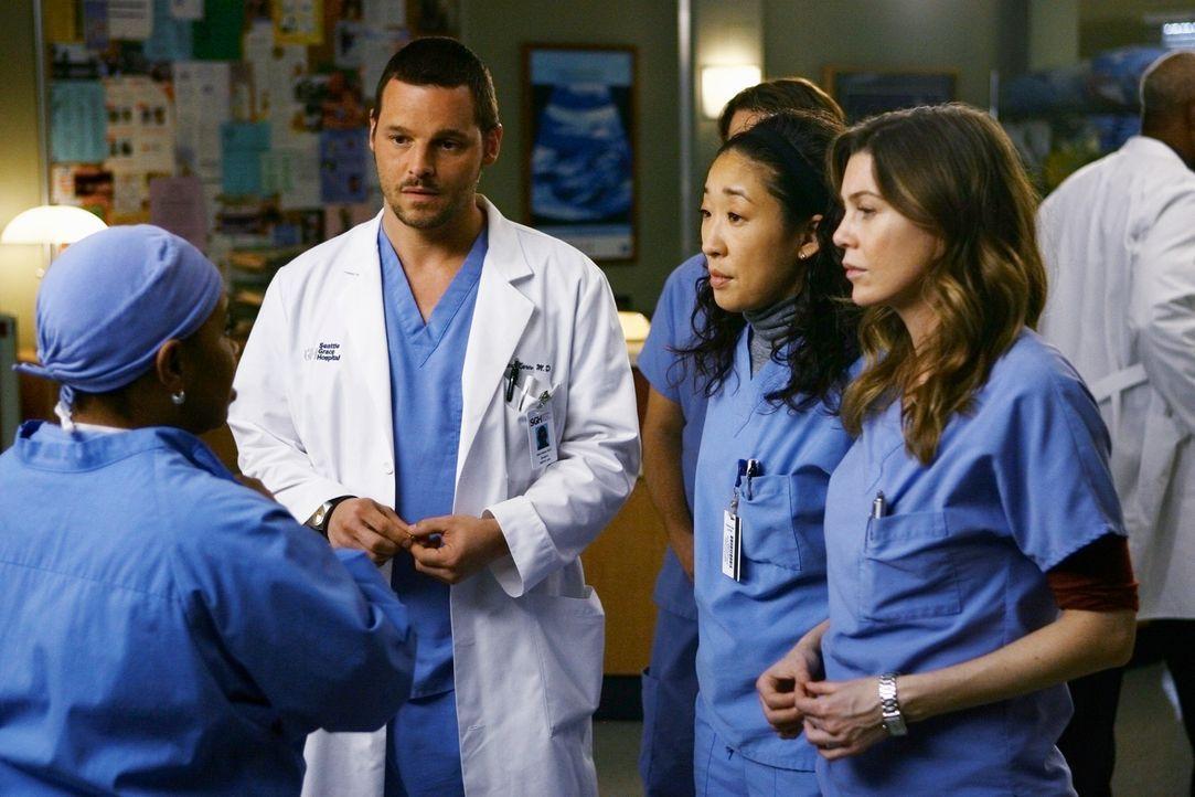 Alle sind erleichtert, als Miranda (Chandra Wilson, l.) ihnen schließlich die gute Nachricht überbringt, dass Derek den Tumor aus Izzies Gehirn en... - Bildquelle: Touchstone Television