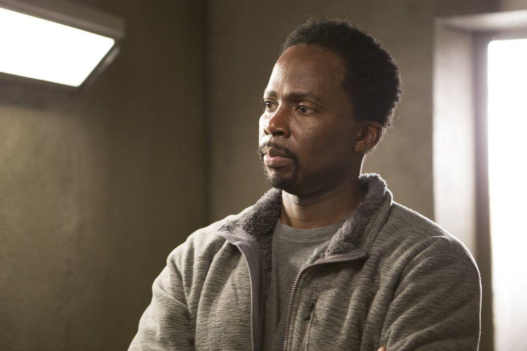 Ist es Charles (Harold Perrineau), der den Mord an einem berühmten Sportchirurgen begangen hat? - Bildquelle: 2015 Warner Bros. Entertainment, Inc.