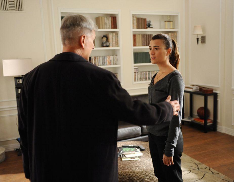 Gibbs (Mark Harmon, l.) macht sich nach alldem was geschehen ist, Sorgen um Ziva (Cote de Pablo, r.) ... - Bildquelle: CBS Television