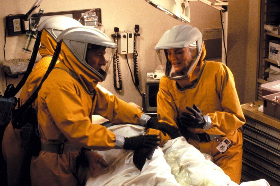 Für Sam Daniels (Dustin Hoffman, l.) und Robby Keough (Rene Russo, r.) beginnt ein gnadenloser Wettlauf gegen die Zeit. Wird kein Mittel gefunden, m... - Bildquelle: Warner Brothers International Television Distribution Inc.