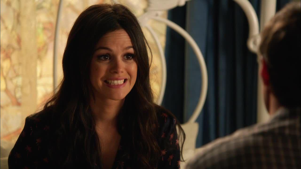 Zoe erzählt mal wieder von einem ihrer Pläne: - Bildquelle: Warner Bros. Entertainment Inc.