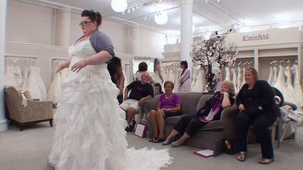 Staffel 2 Episode 13: Steiniger Weg bis zum perfekten Kleid