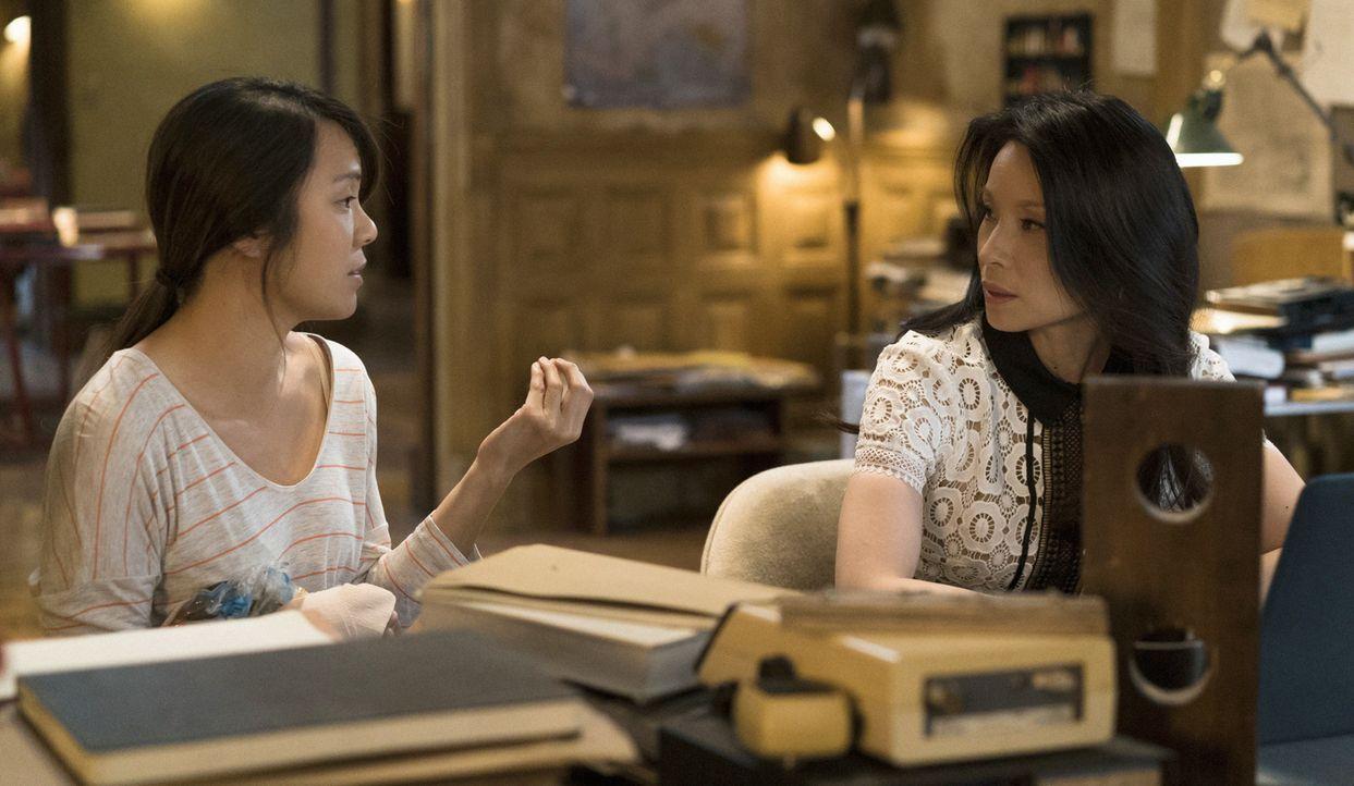 Microfts Ex-Geliebte Lin Wen (Samantha Quan, l.) bittet Holmes und Watson (Lucy Liu, r.) darum, herauszufinden, wer hinter dem Überfall auf einen ih... - Bildquelle: Michael Parmelee 2016 CBS Broadcasting Inc. All Rights Reserved.