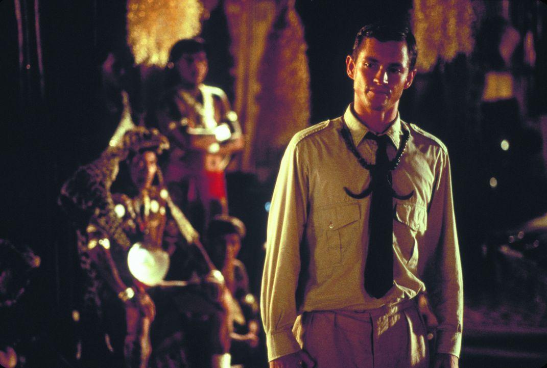 Als der junge Brite John (Hugh Dancy) im Jahr 1936 nach Borneo zieht, um dort die Eingeborenen zu zivilisieren, trifft er dort auf eine Fremde Welt... - Bildquelle: Warner Bros. Television