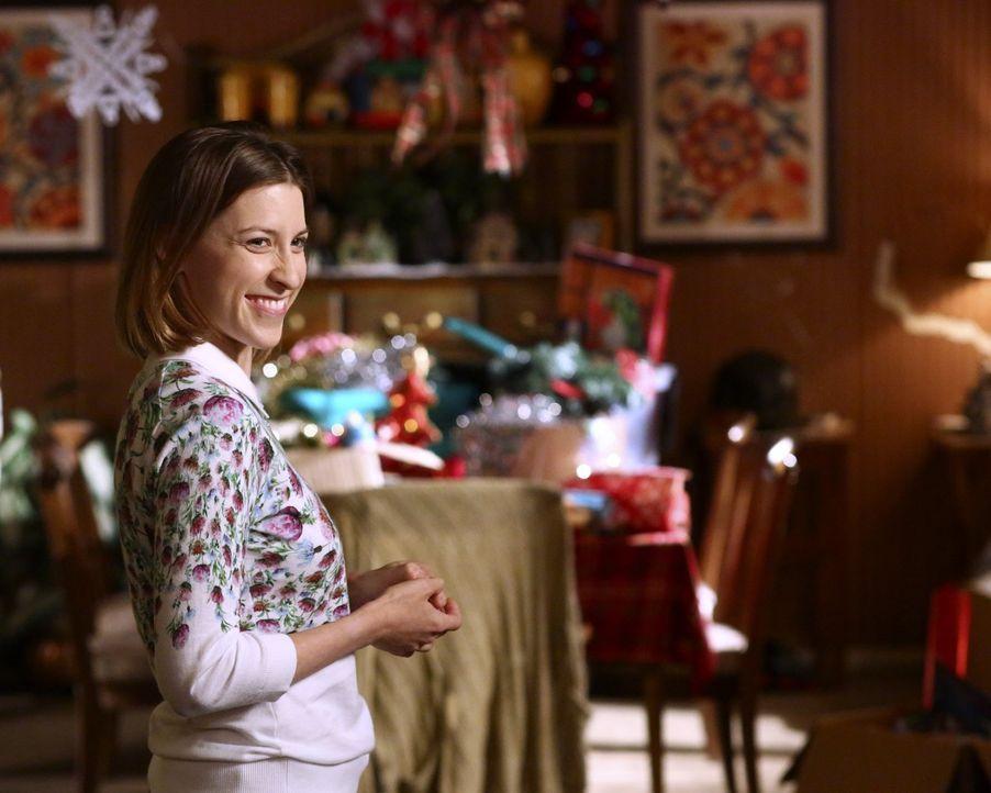 Sue (Eden Sher) trägt ein Geheimnis mit sich herum, dass an den Weihnachtsagen für Furore sorgen könnte ... - Bildquelle: Warner Bros.