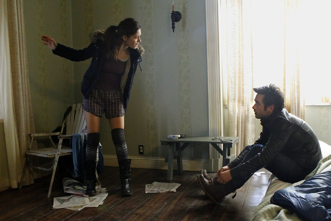 Kämpfen oder nachgeben? Was werden Steve (Justin Chatwin, r.) und Fiona (Emmy Rossum, l.) gegen Monica tun? - Bildquelle: 2010 Warner Brothers