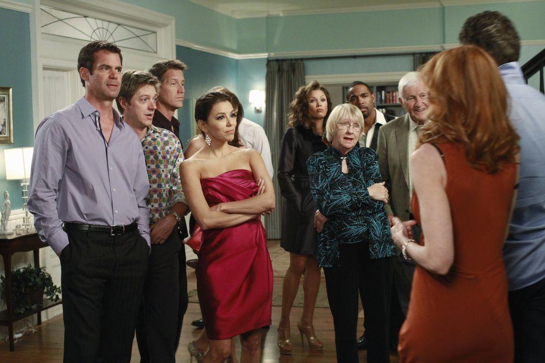 Partytime: (v.l.n.r.) Bob (Tuc Watkins), Lee (Kevin Rahm), Mike (James Denton), Gabrielle (Eva Longoria), Renee (Vanessa Williams), Karen (Kathryn J... - Bildquelle: ABC Studios