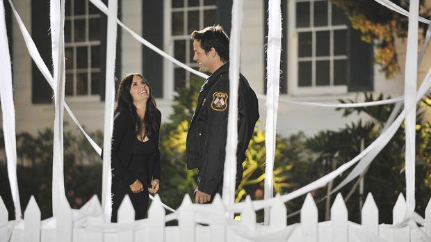 Grayson (Josh Hopkins, r.) hat Jules (Courteney Cox, l.) etwas ganz besondere...