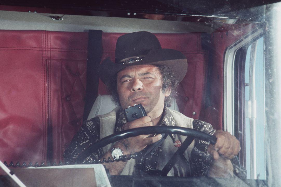 Per Funk schließen sich die Trucker zu einer Rebellion zusammen, auch 'Pig Pen' (Burt Young) will nicht mehr länger die Schikanen der Polizei ertr... - Bildquelle: Neue Constantin Film