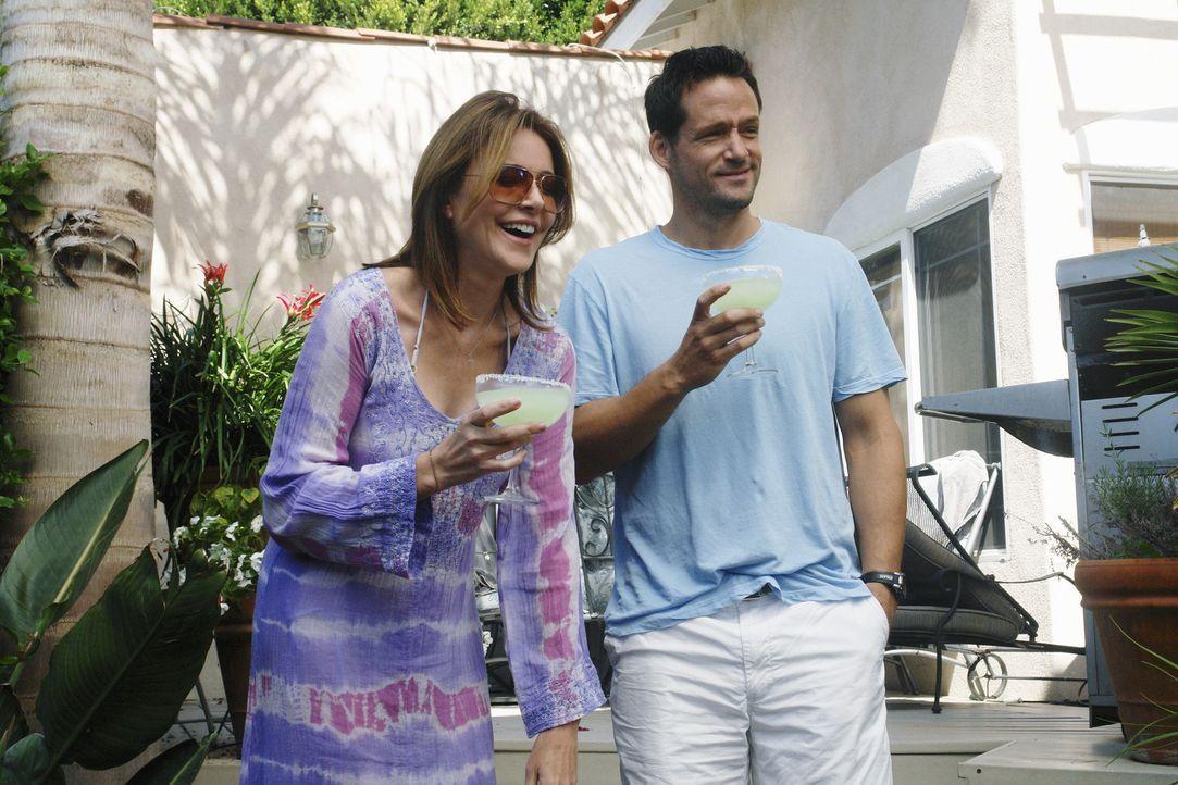 Bobby hat sich entschlossen, keine Alimente mehr von Jules anzunehmen. Vor lauter Freude darüber schmeißt sie eine Party: Grayson (Josh Hopkins, r... - Bildquelle: 2010 ABC INC.
