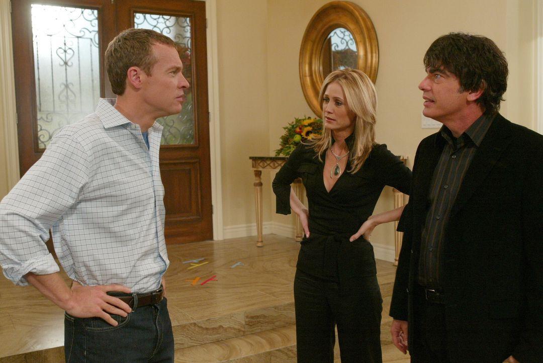 Als Jimmy (Tate Donovan, l.) Kirsten (Kelly Rowan, M.) und Sandy (Peter Gallagher, r.) durchschaut, stellt er sie zu Rede ... - Bildquelle: Warner Bros. Television