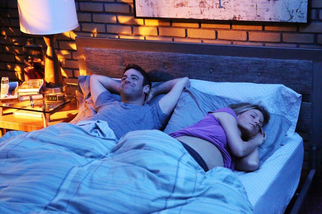 Cooper (Paul Adelstein, l.) ist glücklich und sehr stolz auf seine Charlotte (KaDee Strickland, r.) ... - Bildquelle: ABC Studios