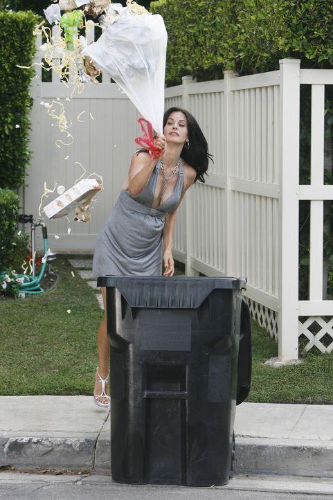 Ihr Plan, dass ihr Nachbar Grayson sie doch attraktiv findet, geht nach hinten los: Jules (Courteney Cox) ... - Bildquelle: 2009 ABC INC.