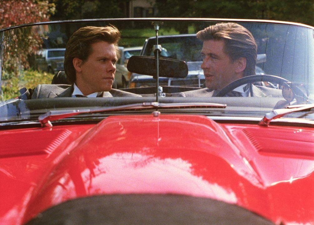 Für den Junggesellen und Frauenliebling Davis (Alex Baldwin, r.) ist es völlig unverständlich, warum Jake (Kevin Bacon, l.) so früh heiraten wil... - Bildquelle: Paramount Pictures