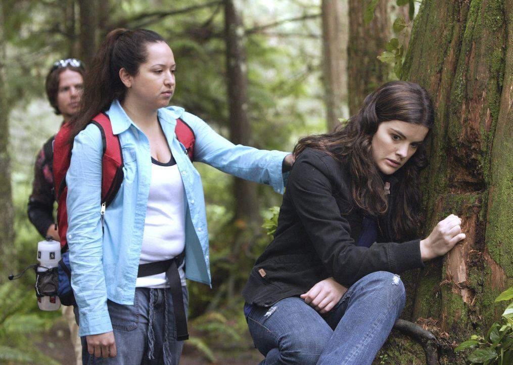 Auf der Suche nach Antworten findet Jessi (Jaimie Alexander, r.) nur einige Wanderer, die sie nicht in Ruhe lassen wollen ... - Bildquelle: TOUCHSTONE TELEVISION