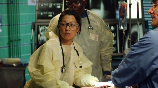 Dr. Jing-Mei Chen (Ming-Na) versucht alles, um Escobar am Leben zu halten ......