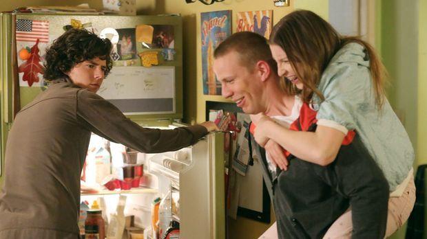 Axl (Charlie McDermott, l.) ist absolut genervt von seiner Schwester Sue (Ede...